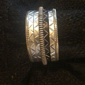 Jewelry - Set of 7 black and silver bangles